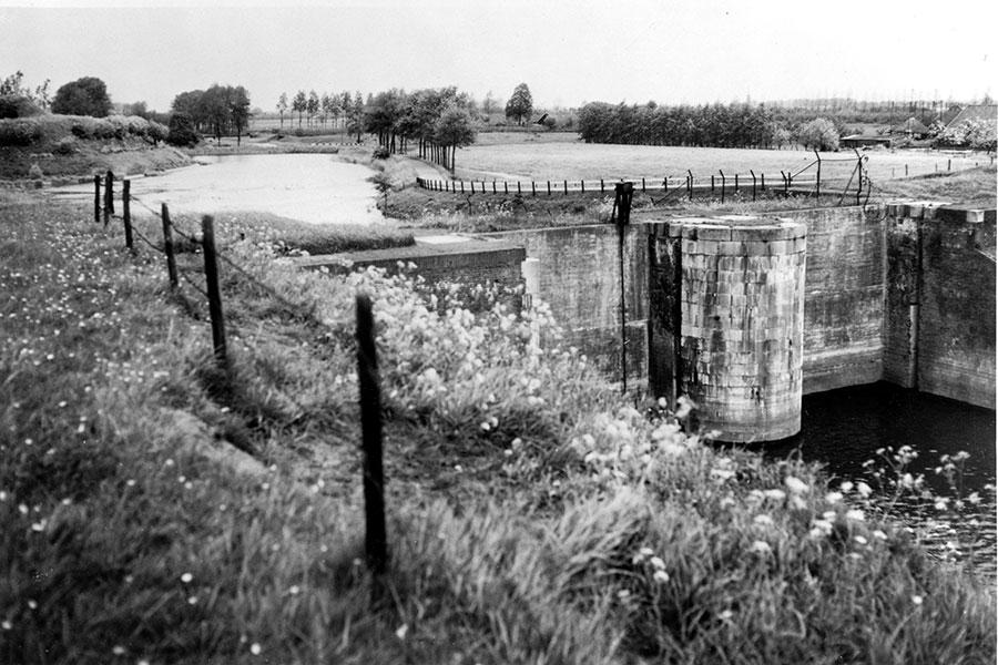1961-Honswijk-Inundatiesluis.jpg